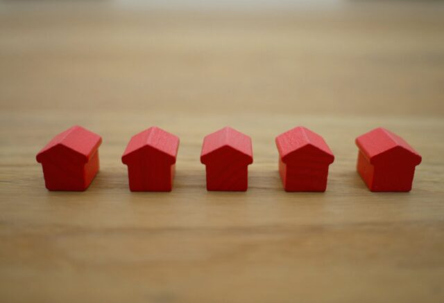 Letters - Should You Sell Your Home With More Than One Agent